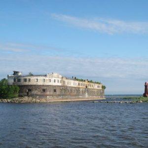 """Форт """"Кроншлот"""" со знаменитым маяком"""