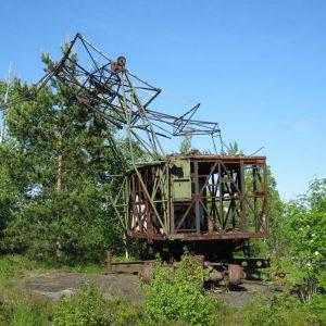 На горе брошенная разбитая радиолокационная станция