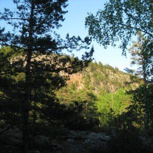 Гора тянется с сввера на юг