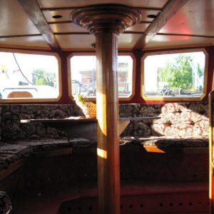 Интерьер экскурсионного катера