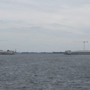 Морской канал на дамбе. Ворота - батопорты