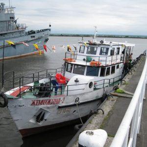 Небольшое экскурсионное судно