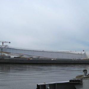 Гигантский батопорт - судопропускные ворота дамбы