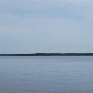 Первый пункт остановки - остров Мощный