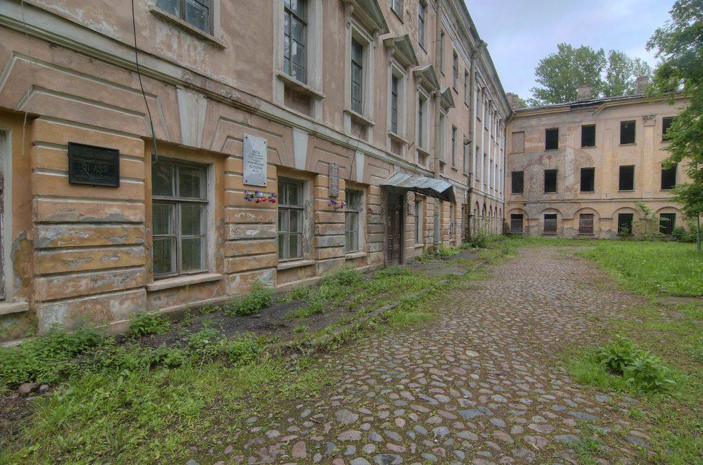Здание бывшего Минного офицерского класса, мемориальный музей-кабинет А.С. Попова. Кронштадт, 2012 год.