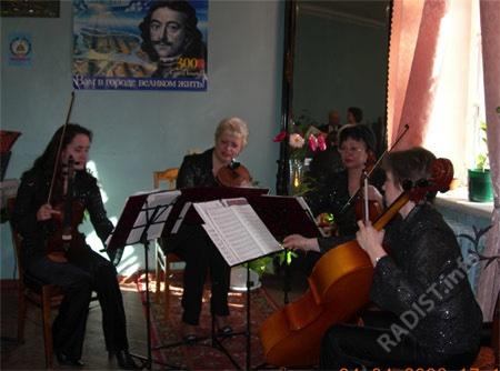 Преподаватели музыкальной школы Кронштадта играют в честь юбилея музея