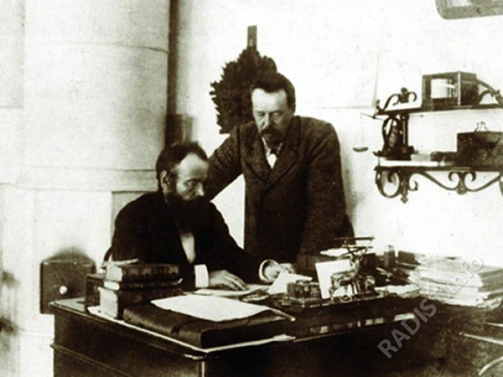 А.С. Попов и Е.Л. Коринфский – товарищ Попова по университету, заведовал радиомастерской в Кронштадте. Снимок 1901 г.