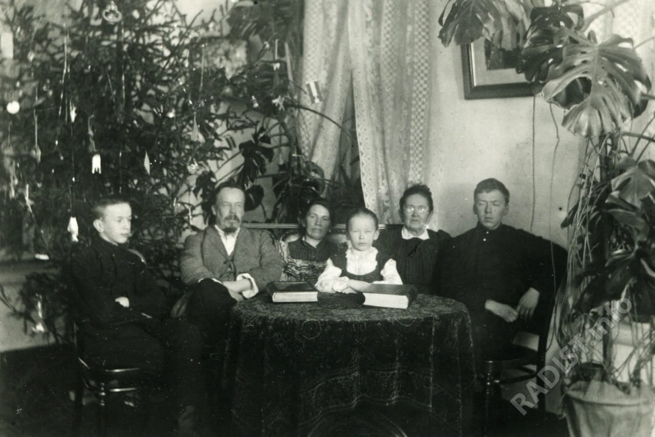 А.С. Попов с семьей на Рождество в квартире на Кадетской линии, г. Санкт-Петербург