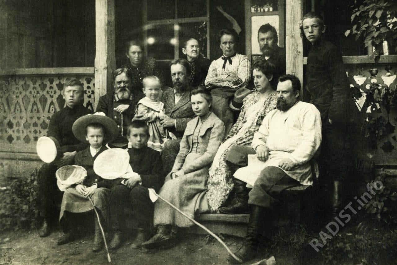 А.С. Попов с семьей в Преображенское