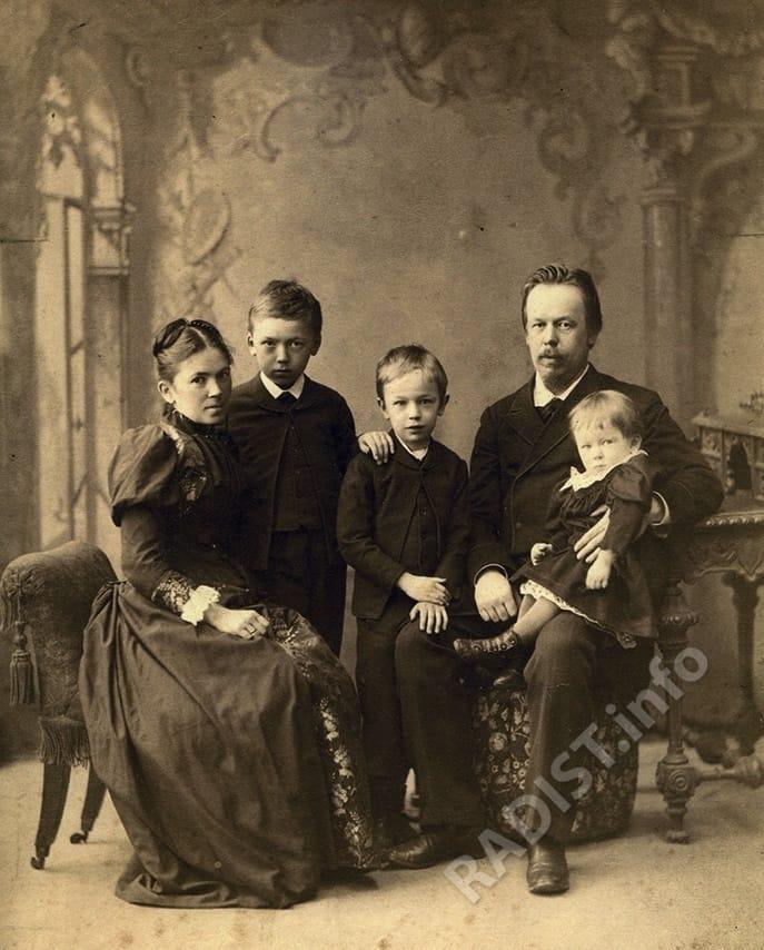 А.С. Попов с женой и детьми, 1893 г.