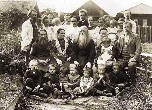 А.С. Попов в кругу семьи в Турьинских Рудниках, 1894 г.