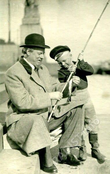 Александр Попов с мальчиком-рыбаком