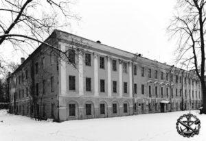 Кронштадт. Все три этажа этого здания до 1917 г. занимал Минный офицерский класс, в котором А.С. Попов создал первый в мире радиоприемник
