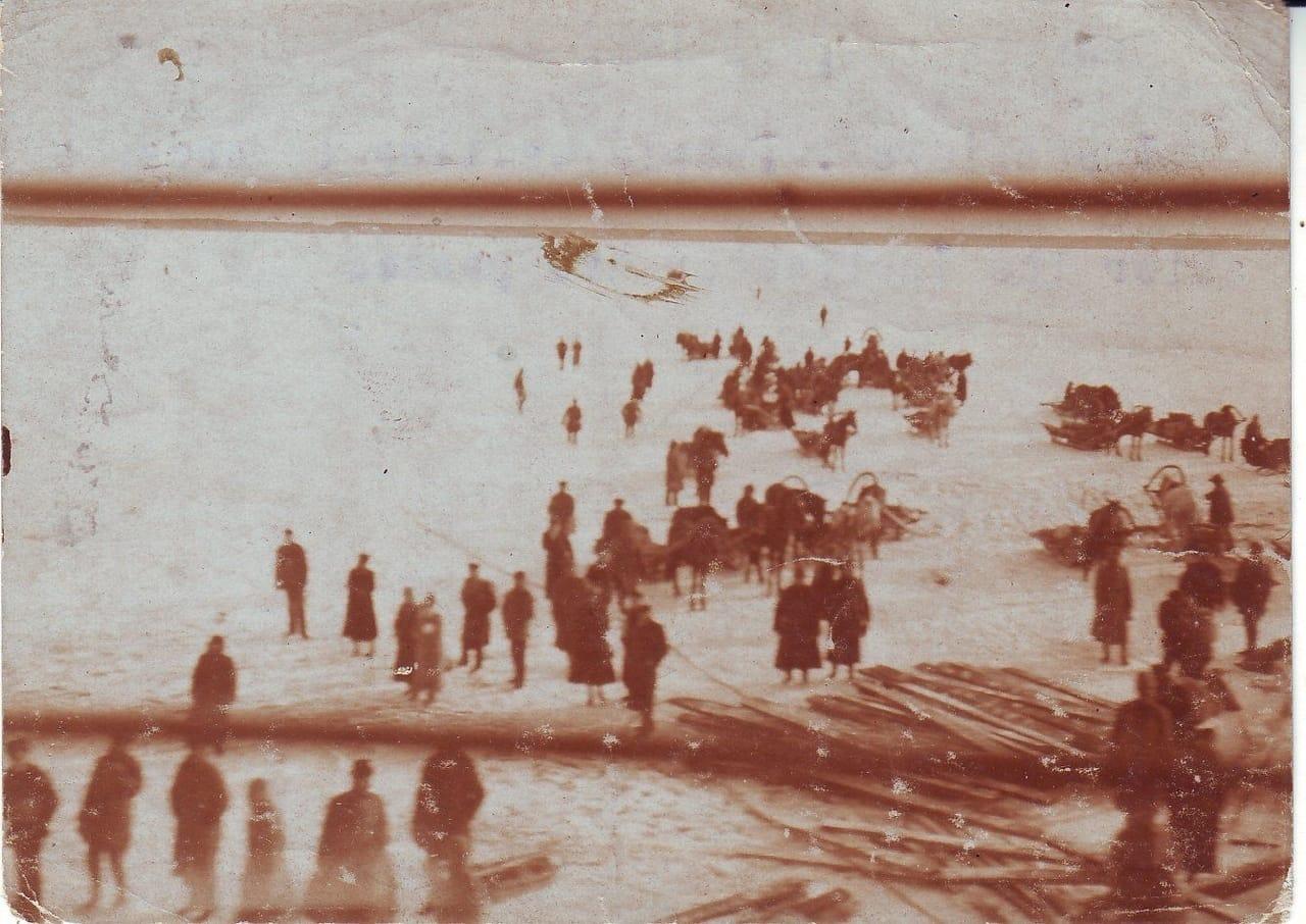 Ледовая переправа через фарватер возле Кронштадта, апрель 1922 г