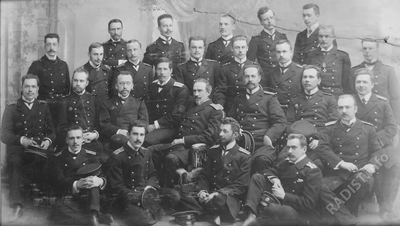Минный офицерский класс, 1904-1905. Слева направо во втором ряду – третий П.Н. Рыбкин, четвертый мичман Шиллинг