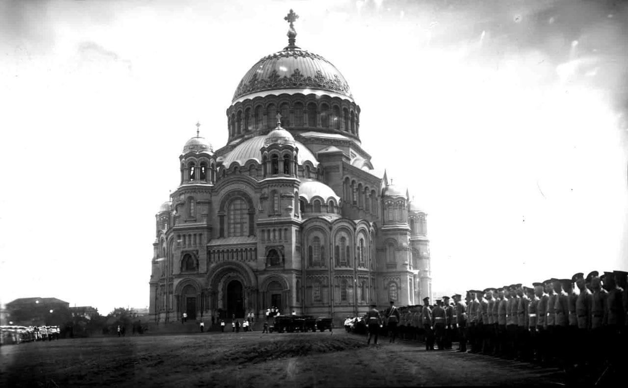 На Якорной площади во время освящения Морского собора, Кронштадт 10 (23) июня 1913 г