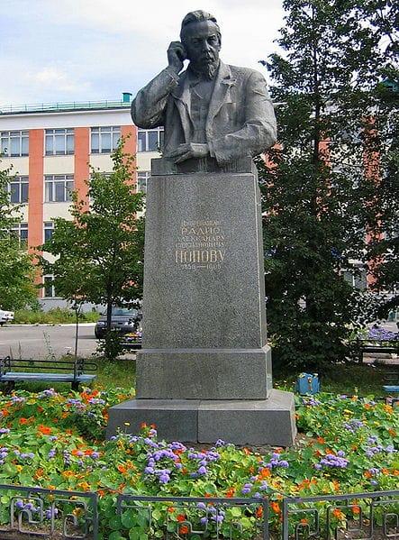 Памятник А. С. Попову (Краснотурьинск)