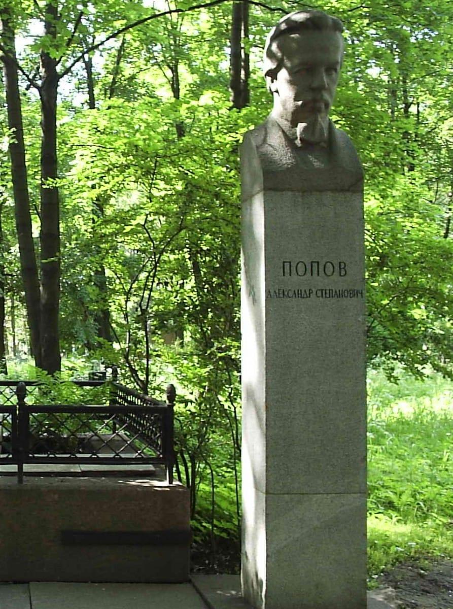 Памятник А. С. Попову (Литераторские мостки Волковского кладбища)