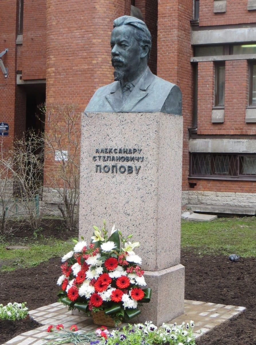 Памятник А. С. Попову (СПбГЭТУ «ЛЭТИ»)