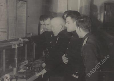 Рыбкин П.Н. среди слушателей офицерской школы связи в Кронштадте. 1945-1946 гг.