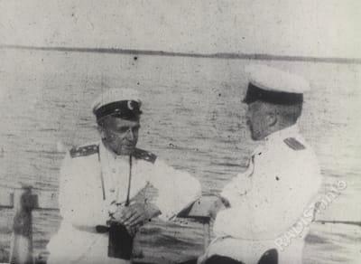 Рыбкин П.Н. во время испытаний радиостанций в море (на пирсе в Кронштадте). 1907 г