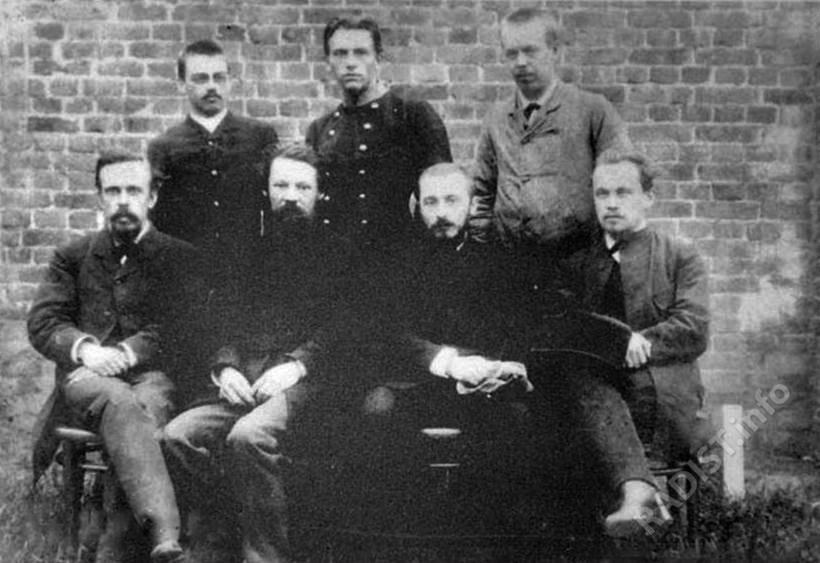 Участники организованной РФХО экспедиции перед отъездом в Красноярск для наблюдения солнечного затмения, 1887 г