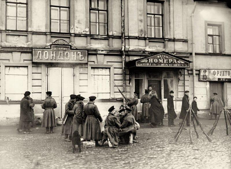 Воинские патрули на Господской улице, Кронштадт 1905 г