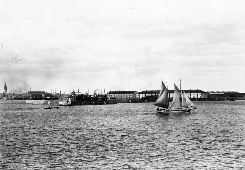 Яхта у берега Кронштадта 1905 г