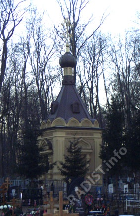 Часовня над могилой матери святого праведного отца Иоанна Кронштадтского - Феодоры Власьевны. (воздвигнута в 1880 г.), на кладбище г. Кронштадта (снимки сделаны авторами сайта 4 января 2008 г.)