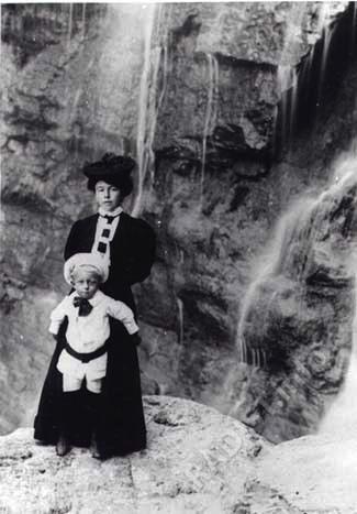 Супруга П.Н. Рыбкина Маргарита Владимировна с сыном Владимиром. Фото начала XX в.