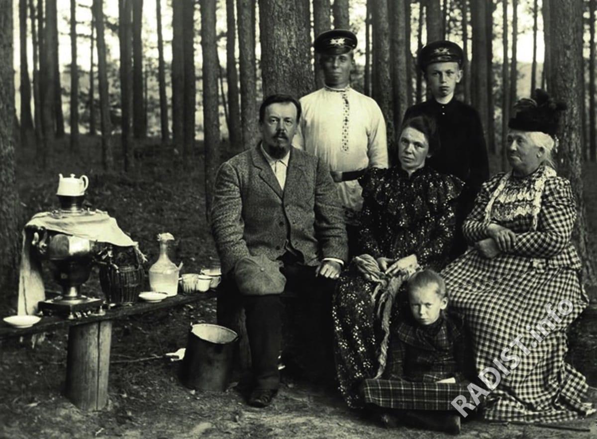 А.С. Попов с семьёй и знакомыми на даче в Заполье в Новгородской губернии, 1900 г