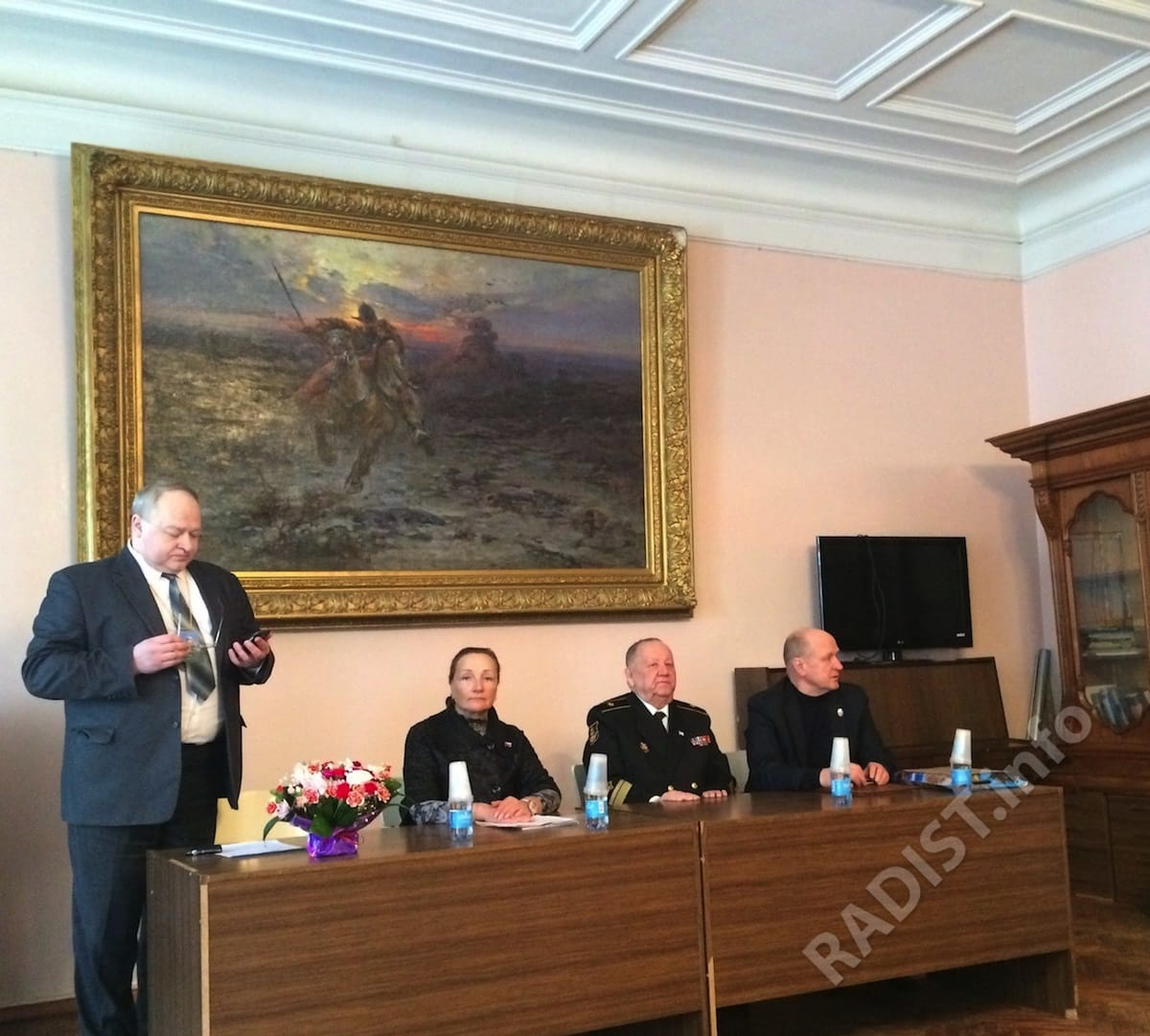 Президиум юбилейных научных чтений (слева направо): А.И. Левченко, Н.Ф. Чашина, А.В. Спешилов, А.П. Тарапон