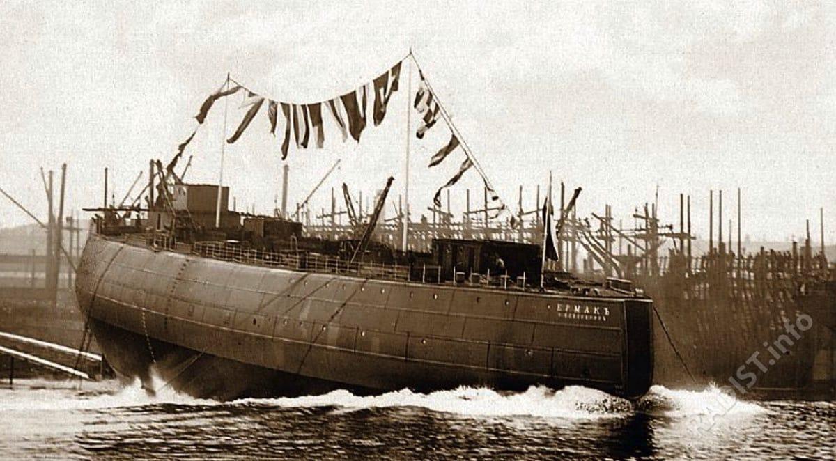 Ледокол «Ермак», работавший по снятию с камней броненосца «Адм. Апраксин», и спасший в феврале 1900 г. 27 рыбаков в Финском заливе.