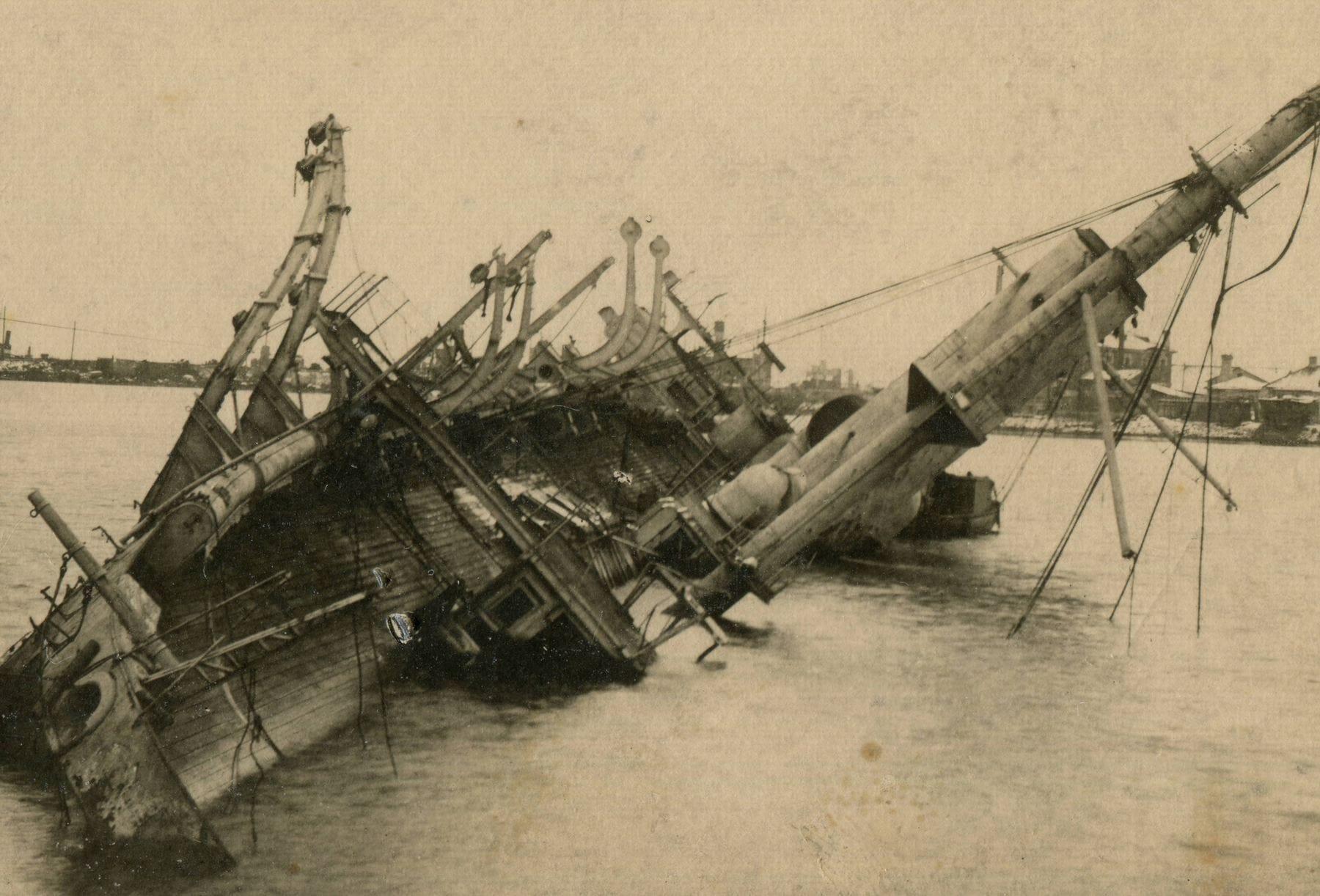 Потопленный крейсер «Память Азова», Кронштадт