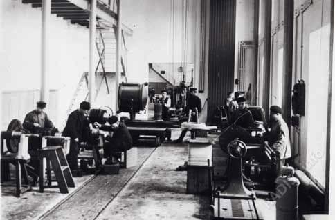 """Кронштадтский электротехнический завод. """"Внутренний вид цеха"""". г. Кронштадт до 1914 г."""