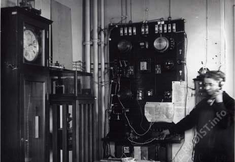 "Станция ""РВ-53"" для передачи времени через электроаппаратуру. г. Ленинград. 1933 г."