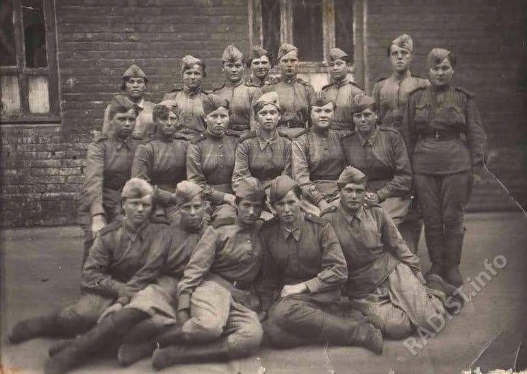 Девушки – радистки – первые месяцы пребывания в армии, декабрь 1942 г.