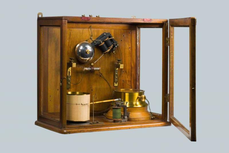 Грозоотметчик А.С. Попова. Прибор для исследования атмосферных разрядов, 1895 г.