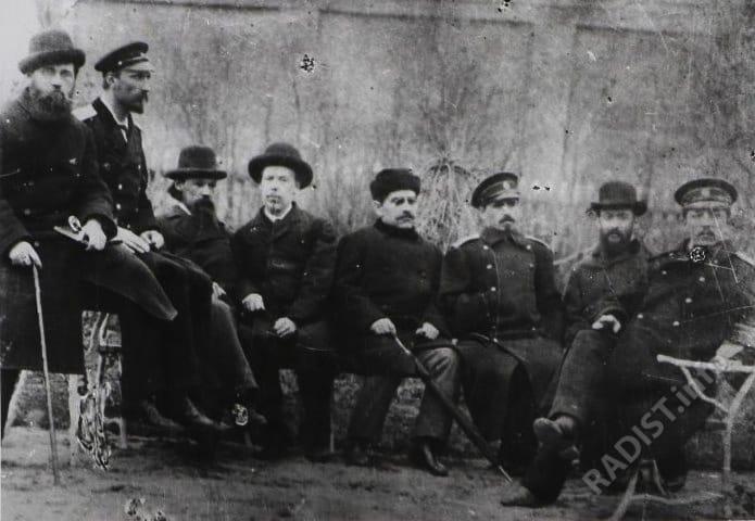 Группа из 8 человек с А.С. Поповым.