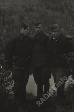 И.И. Аринин и стрелки-радисты. Аэродром Шонгуй, сентябрь 1944 г.