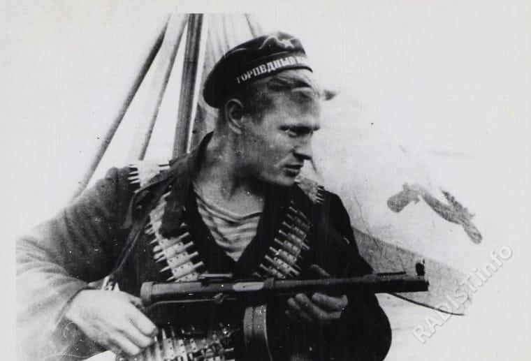 Краснофлотец радист Д. Шавров из отряда Свердлова Абрама Григорьевича, 1942 г.