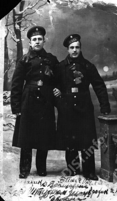 Матросы-связисты - И.П. Ерохин и Куракин. Петроград, 1917 г.