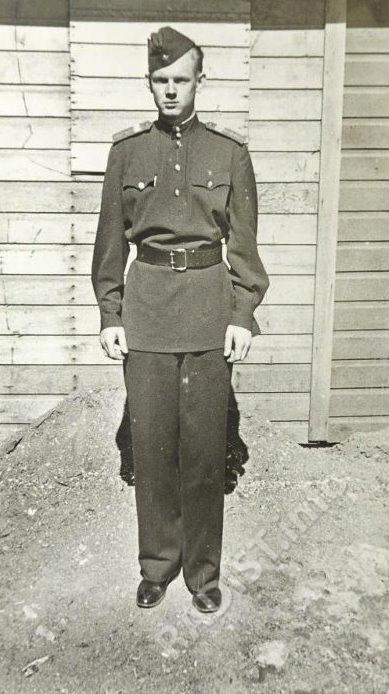 Назаров Анатолий Гаврилович, сержант, воздушный стрелок-радист 1-го перегоночного авиаполка, 1945 г.