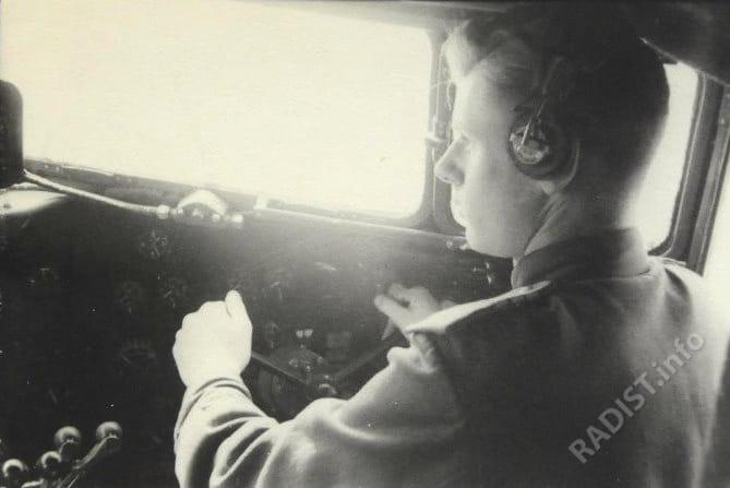 Назаров Анатолий Гаврилович, сержант, воздушный стрелок-радист 1-го перегоночного авиаполка, за штурвалом самолёта СИ-47, 1943-1944 гг.