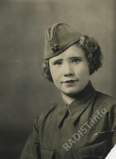 Обухова Зинаида Петровна, курсант-радист учебного батальона связи, снимок 1941 г. С 1942 г., сержант - радист 2-ого класса 148 авиационной дивизии.