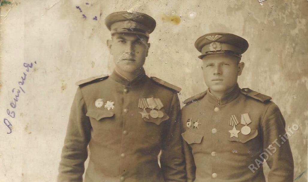 Однополчане Иванов Петр, стрелок-радист и В.И. Мартышев, шофёр. Австрия, Вена, 5 июня 1945 г.
