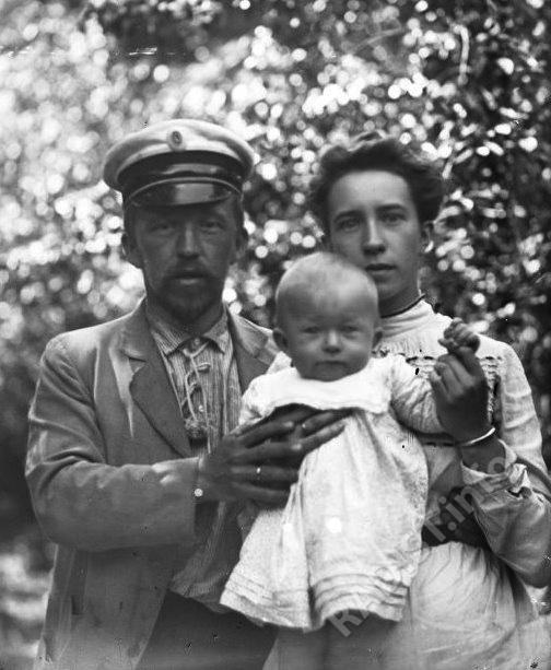 П.Н. Рыбкин, с женой и сыном, 1902 г.