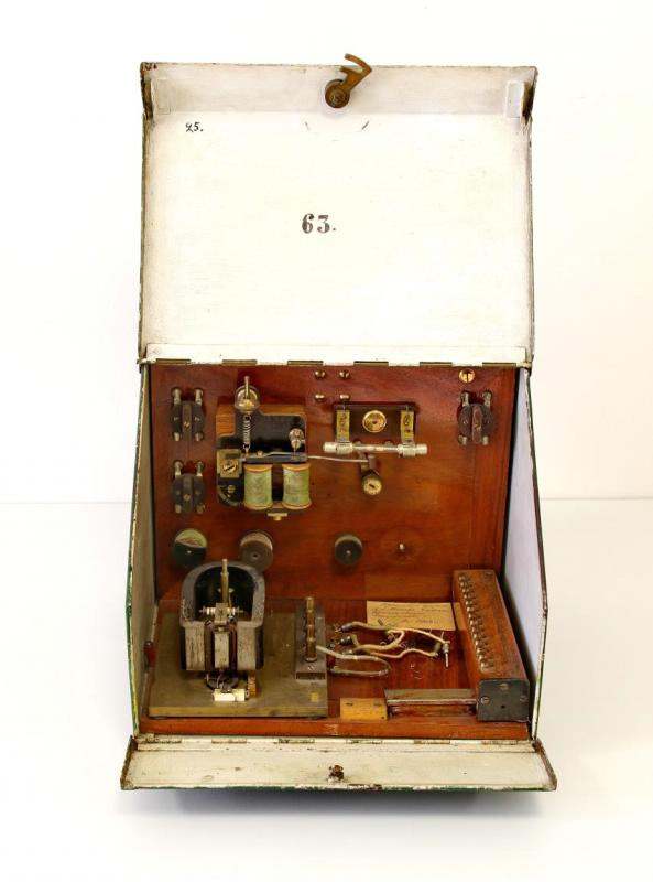 Радиоприемник когерерный А.С. Попова, в металлическом корпусе, г. Кронштадт, 1904 г.