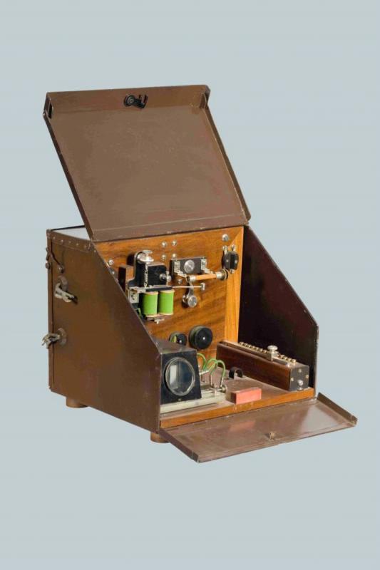 Радиоприемник когерерный, системы Попова-Дюкрете, в металлическом корпусе, начало 1900-х г.
