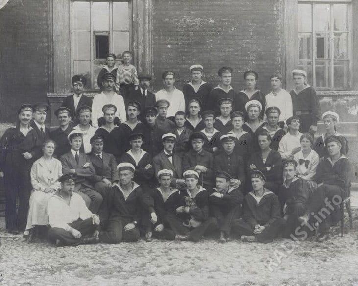 Радиотелеграфисты радиостанции «Новая Голландия». Петроград, снимок приблизительно 1920-1922 гг.